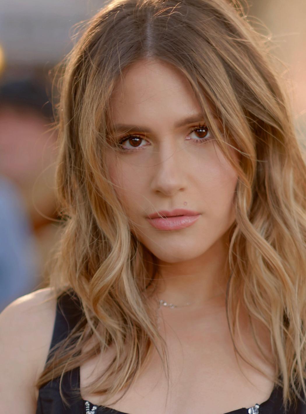 meet 18d08 64cdb Erin Sanders - IMDb