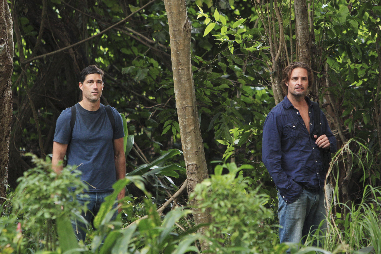Matthew Fox and Josh Holloway in Lost (2004)