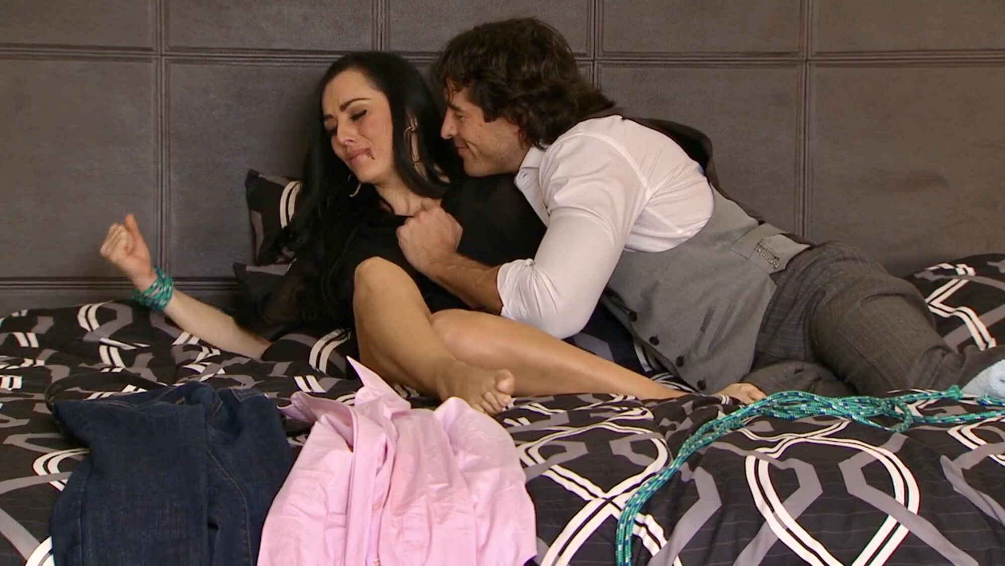 Ivonne Montero in Hombre tenías que ser (2013)