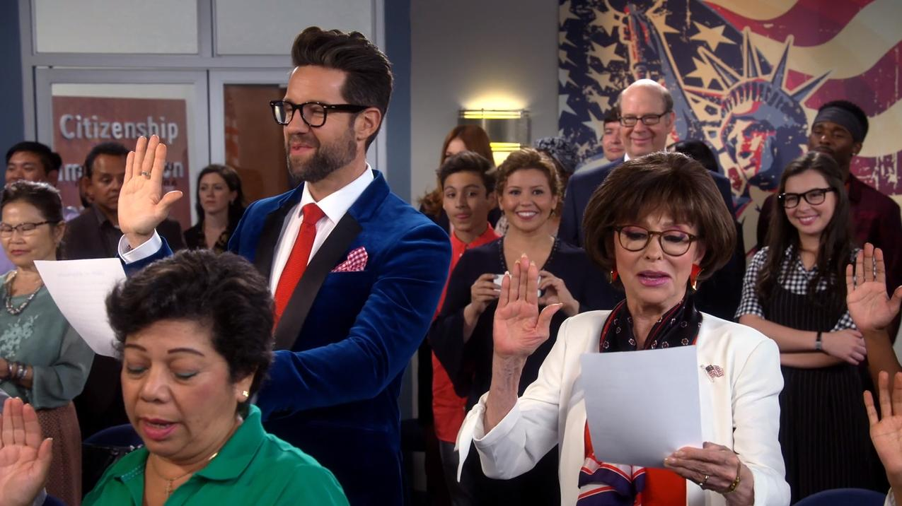 Rita Moreno, Justina Machado, Stephen Tobolowsky, Todd Grinnell, Isabella Gomez, and Marcel Ruiz in One Day at a Time (2017)