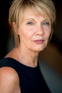Lynda Leavers Picture