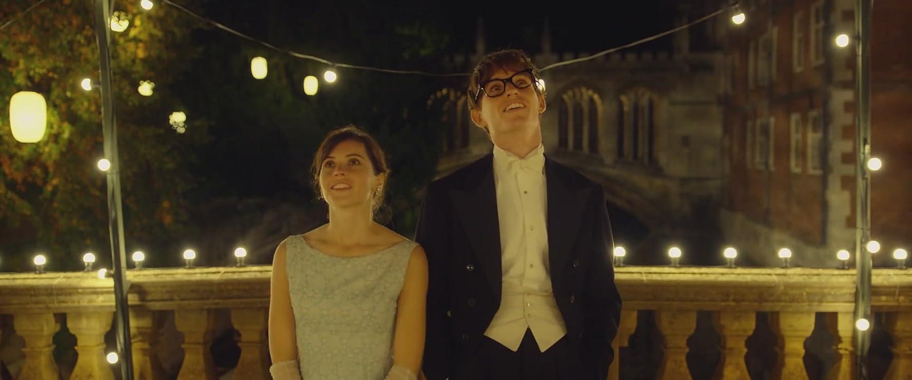 Felicity Jones dan Eddie Redmayne dalam The Theory of Everything (2014)