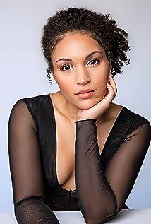 Gabrielle Byndloss Picture