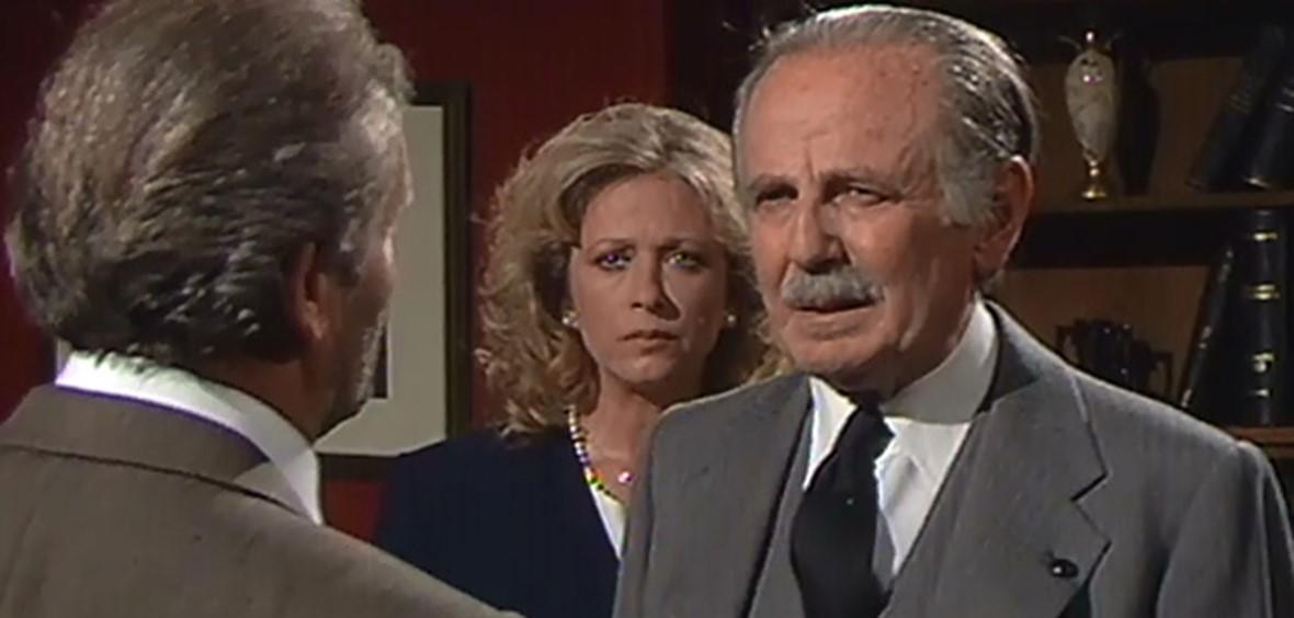 Nora Valsami and Stavros Xenidis in Mia gynaika apo to parelthon (1992)