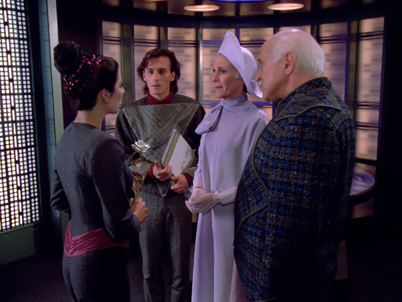 Marina Sirtis, Robert Ellenstein, Robert Knepper, and Nan Martin in Star Trek: The Next Generation (1987)
