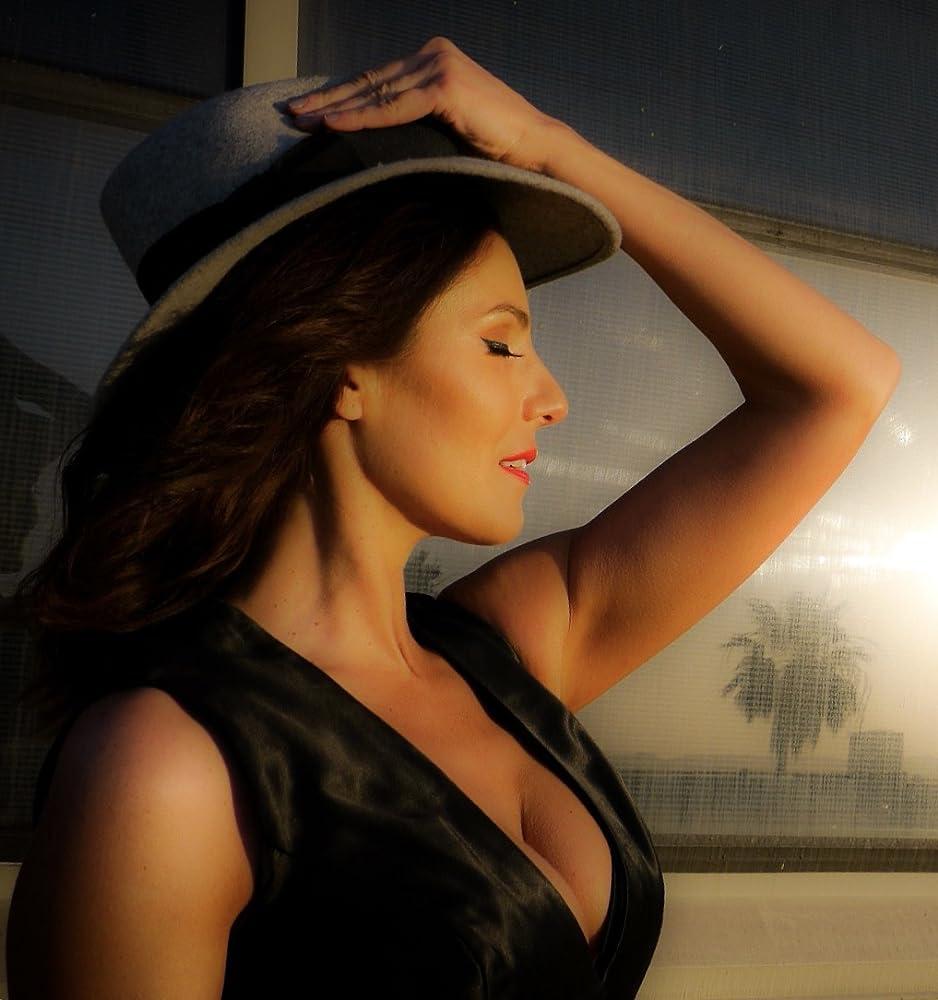 Marisa Petroro Nude Photos 24
