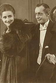 Henny Porten in Die Dame, der Teufel und die Probiermamsell (1919)