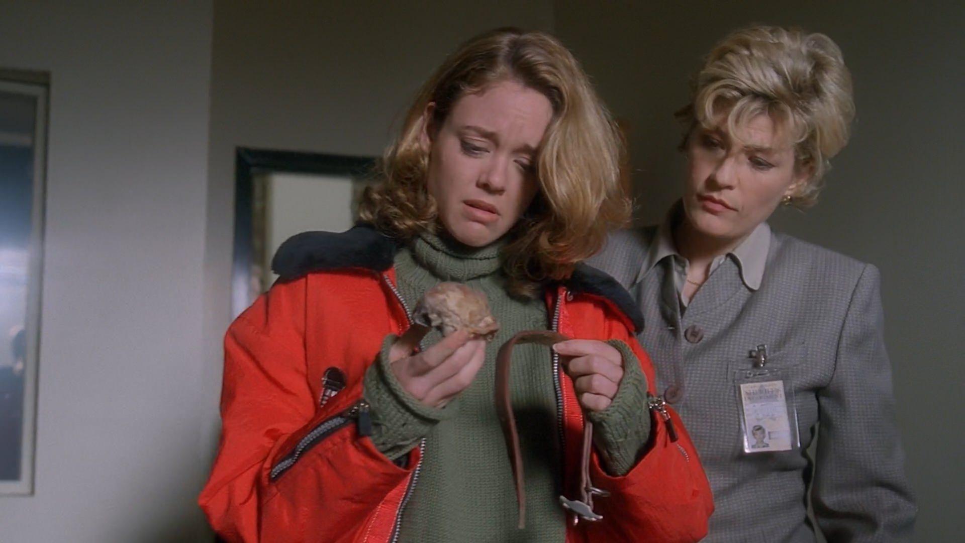 Lisa Robin Kelly and Dana Wheeler-Nicholson in The X Files (1993)