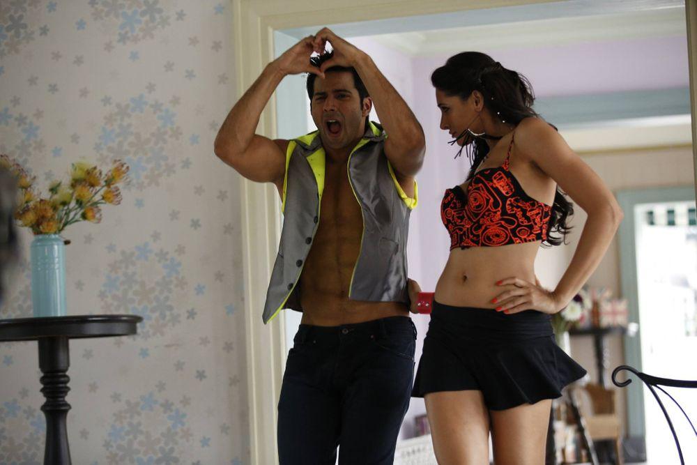 Varun Dhawan and Nargis Fakhri in Main Tera Hero (2014)