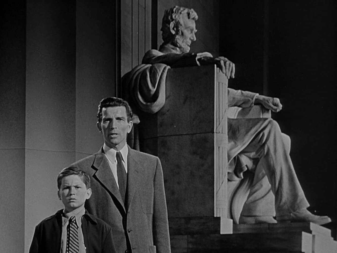 Billy Gray and Michael Rennie in The Day the Earth Stood Still (1951)