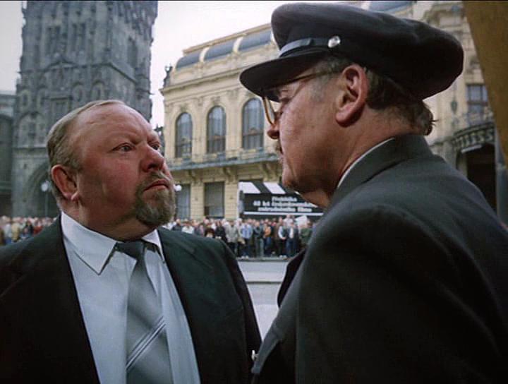Lubomír Lipský and Václav Stekl in Velká filmová loupez (1986)