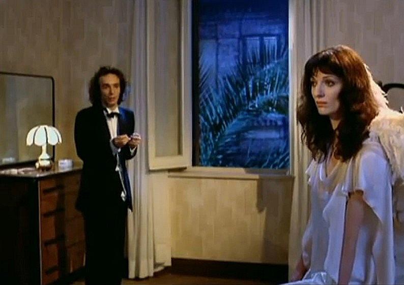 Roberto Benigni and Olimpia Carlisi in Tu mi turbi (1983)