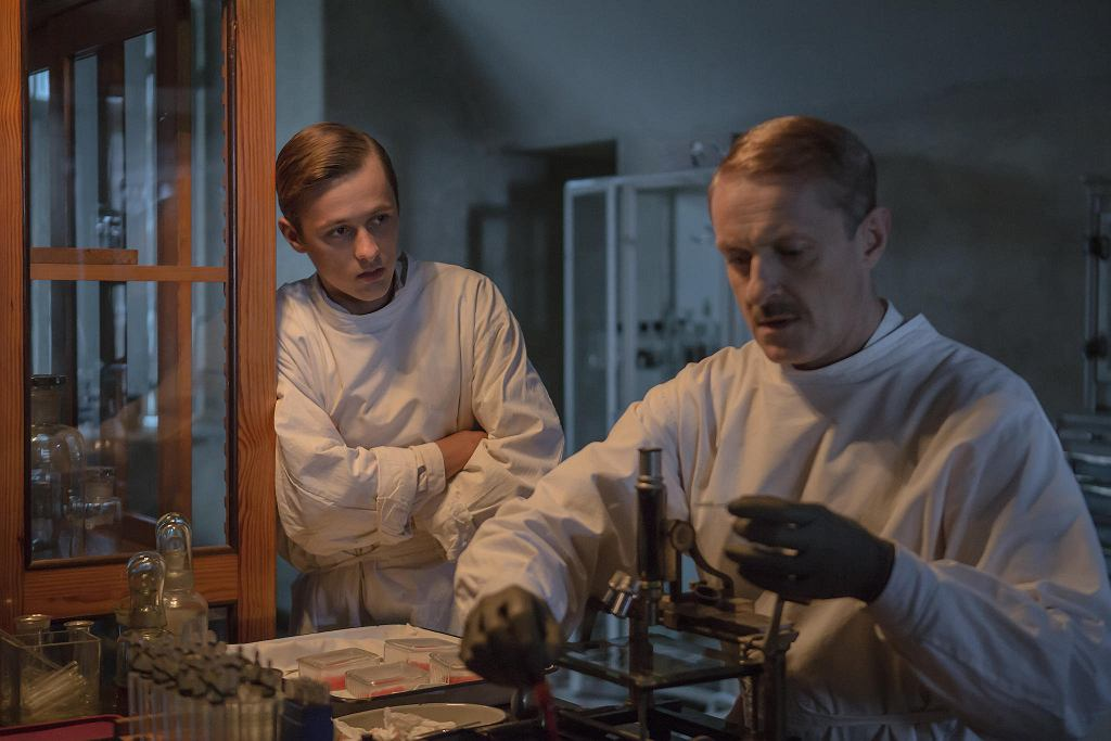 Jacek Poniedzialek and Ostap Vakulyuk in Eter (2018)