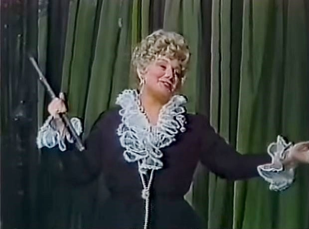 Shelley Winters in Cher... and Other Fantasies (1979)