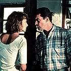 Antonio Banderas and Emma Suárez in Contra el viento (1990)