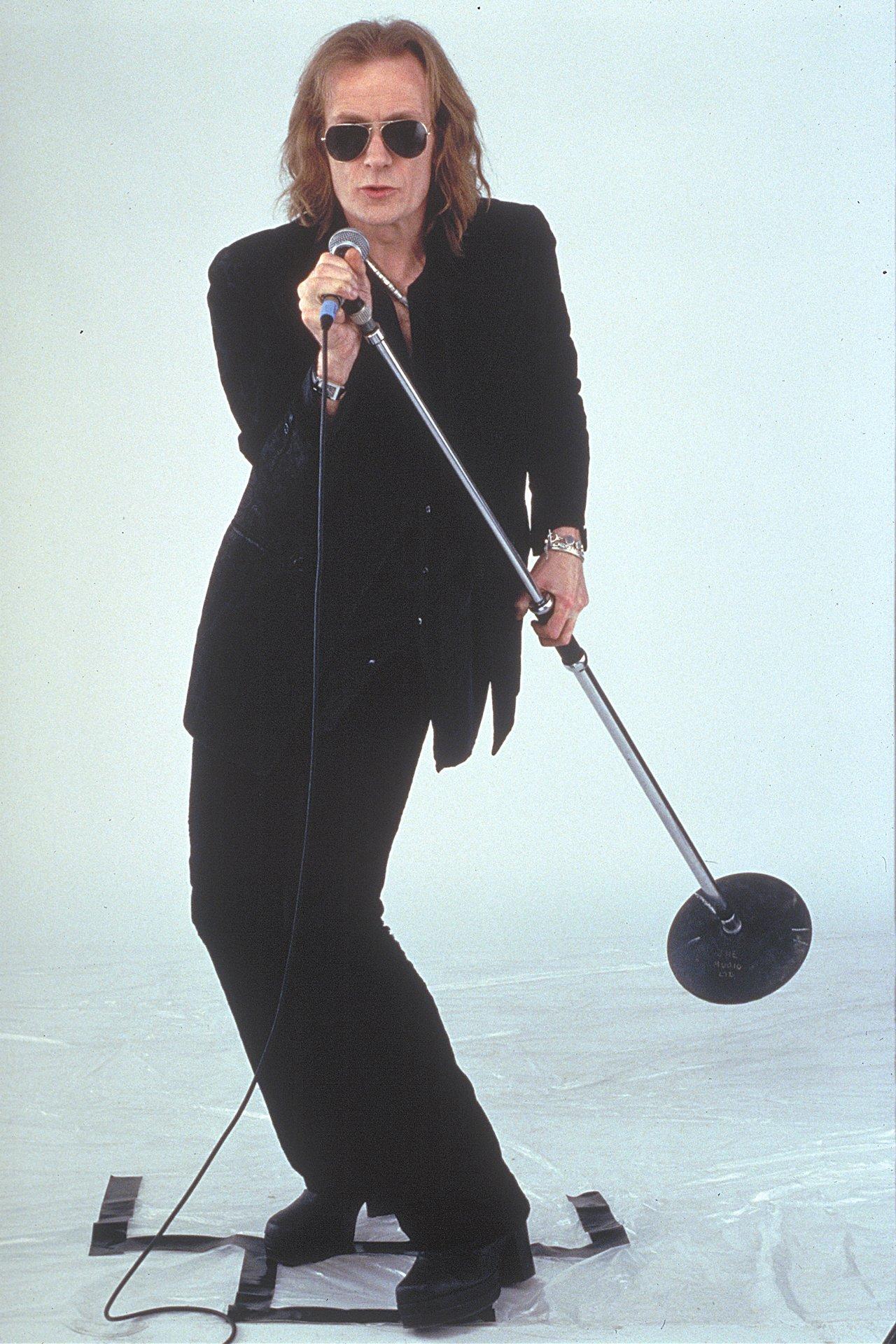 Bill Nighy in Still Crazy (1998)
