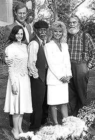 James Cromwell, Loni Anderson, Jack Elam, Dana Ivey, and Lee Weaver in Easy Street (1986)