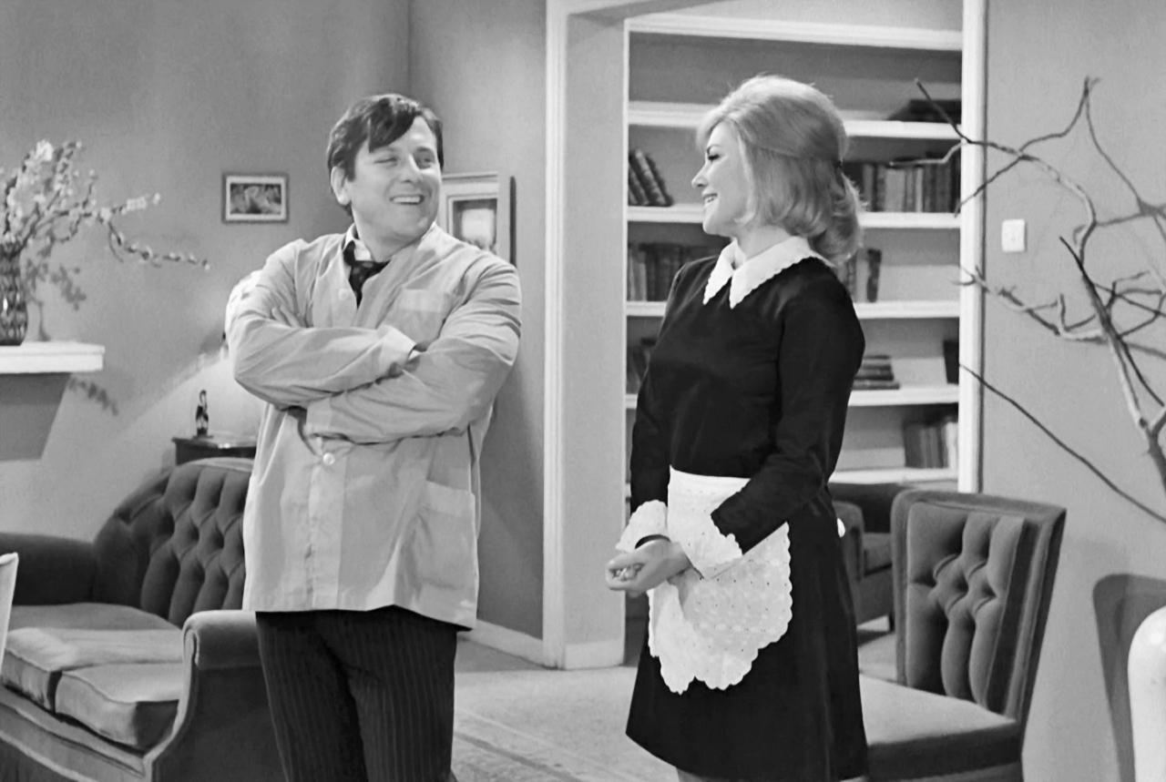 Elsa Rizou and Kostas Voutsas in O gois (1969)
