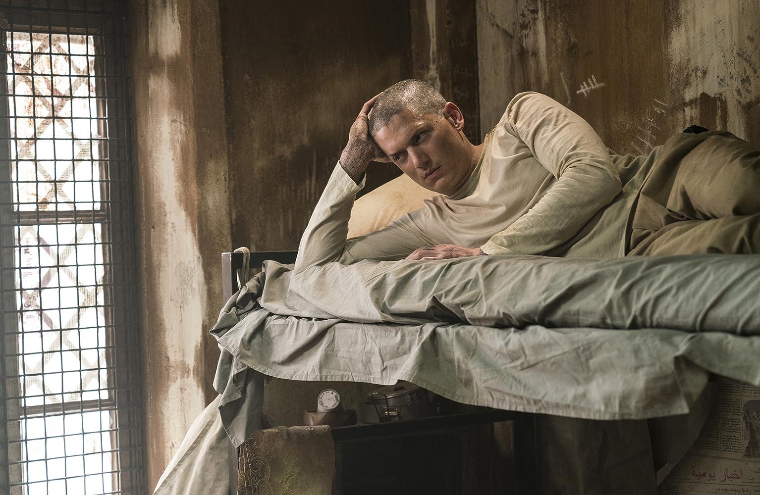 『プリズン・ブレイク』で寝転ぶウェントワースミラー