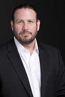 Esteban Roel Picture