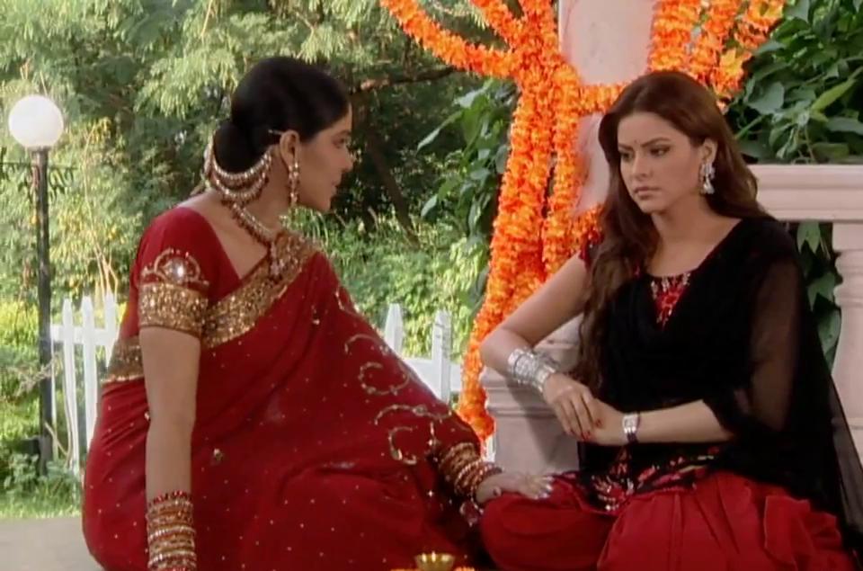 Sakshi Tanwar and Aamna Sharif in Kahiin To Hoga (2003)