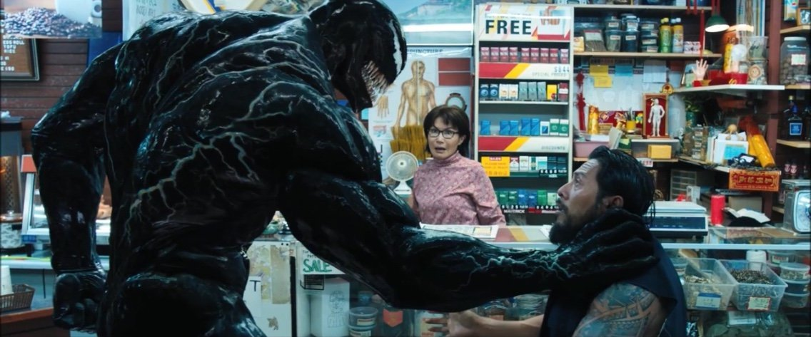 Tom Hardy and Peggy Lu in Venom (2018)