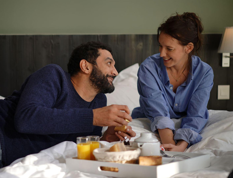 Ramzy Bedia and Ludivine Sagnier in Lola et ses frères (2018)