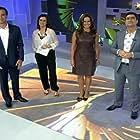 Zeca Camargo, Renata Ceribelli, Renata Vasconcellos, and Tadeu Schmidt in Fantástico (1973)