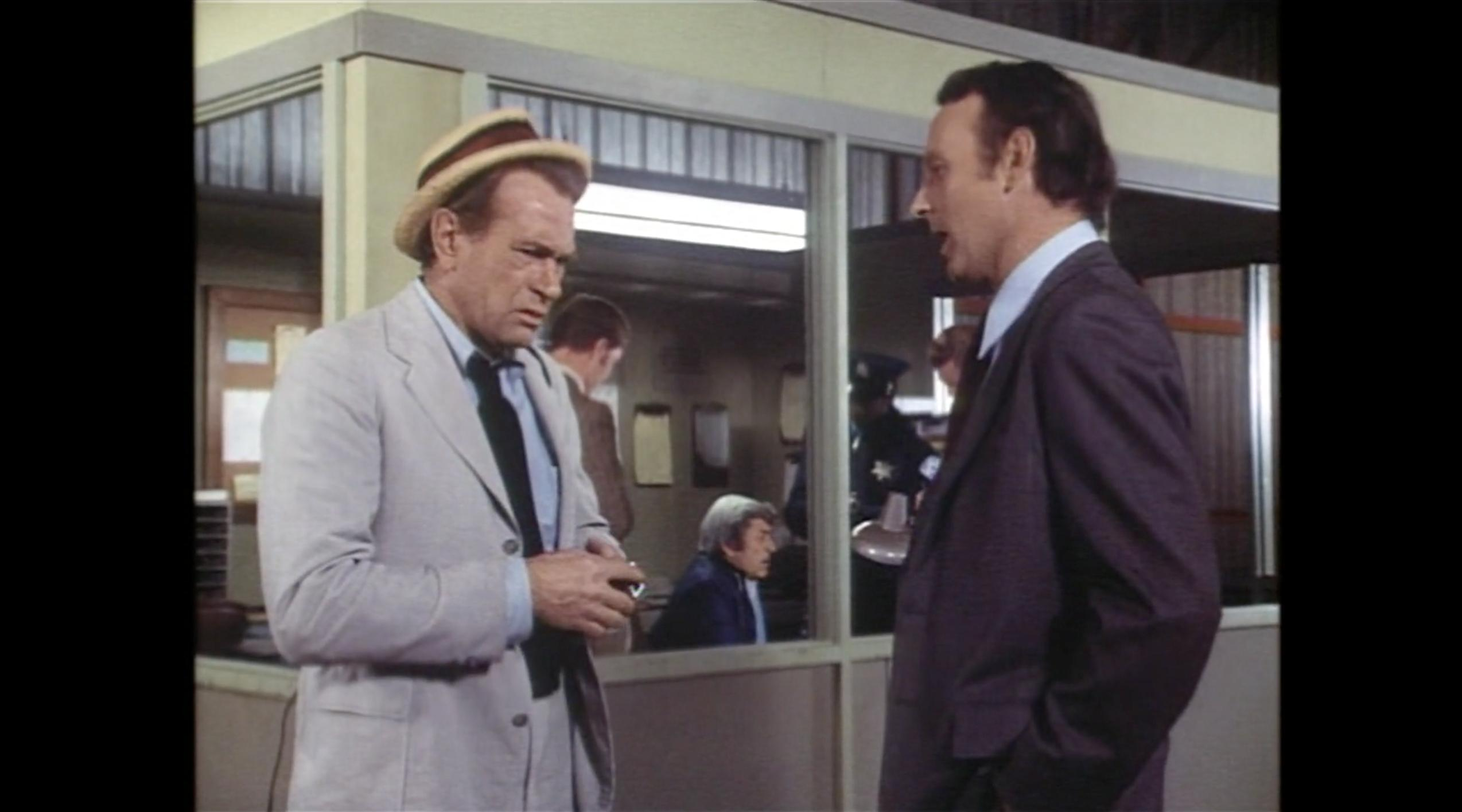Larry Linville and Darren McGavin in Kolchak: The Night Stalker (1974)