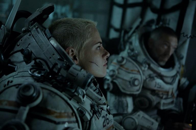 Vincent Cassel and Kristen Stewart in Underwater (2020)