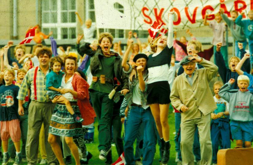 Lukas Forchhammer, Paul Hagen, Robert Hansen, Tomas Villum Jensen, Dick Kaysø, Line Kruse, and Karen-Lise Mynster in Krummerne 3 - fars gode idé (1994)