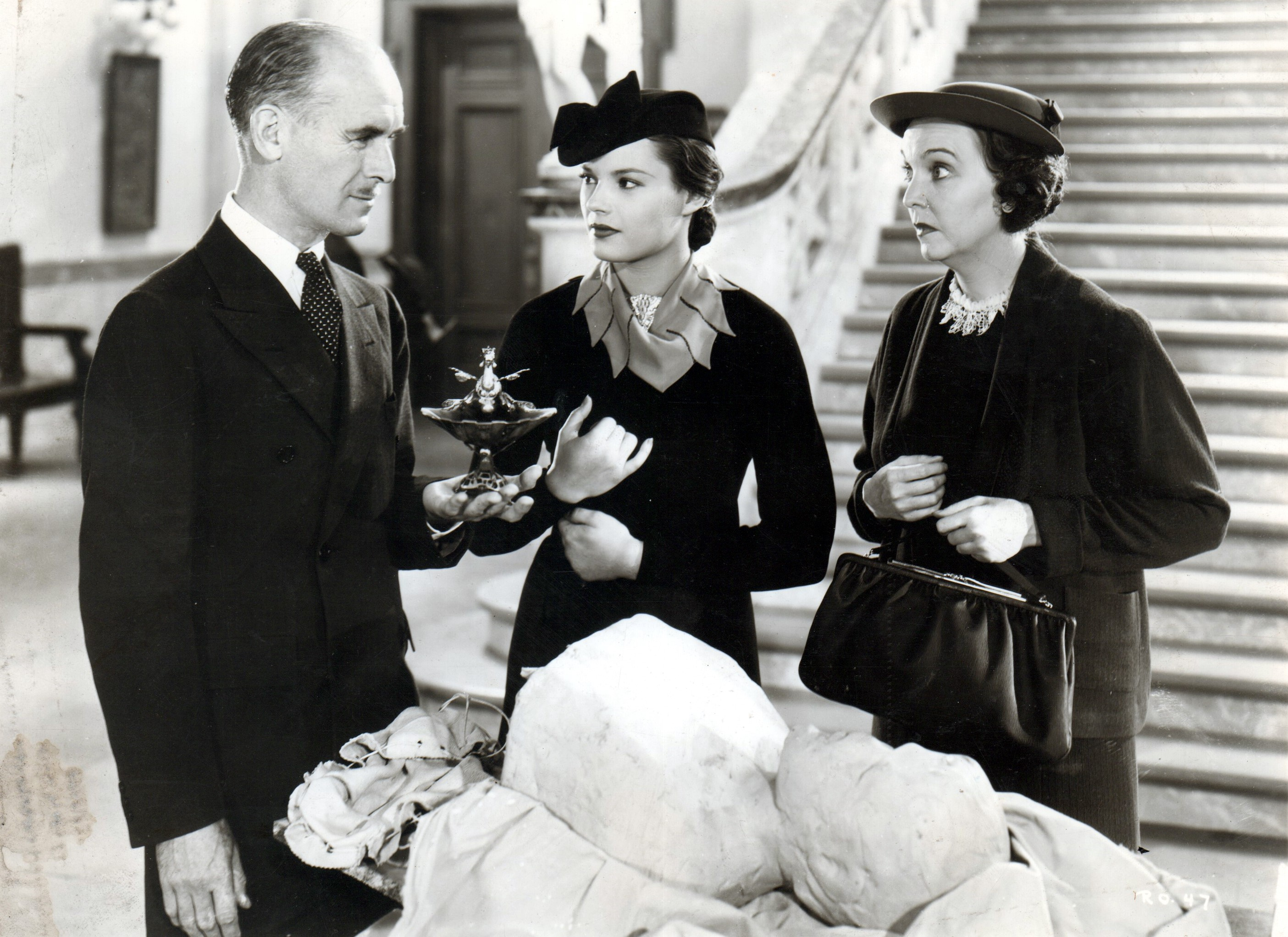 James Gleason, Louise Latimer, and Zasu Pitts in The Plot Thickens (1936)