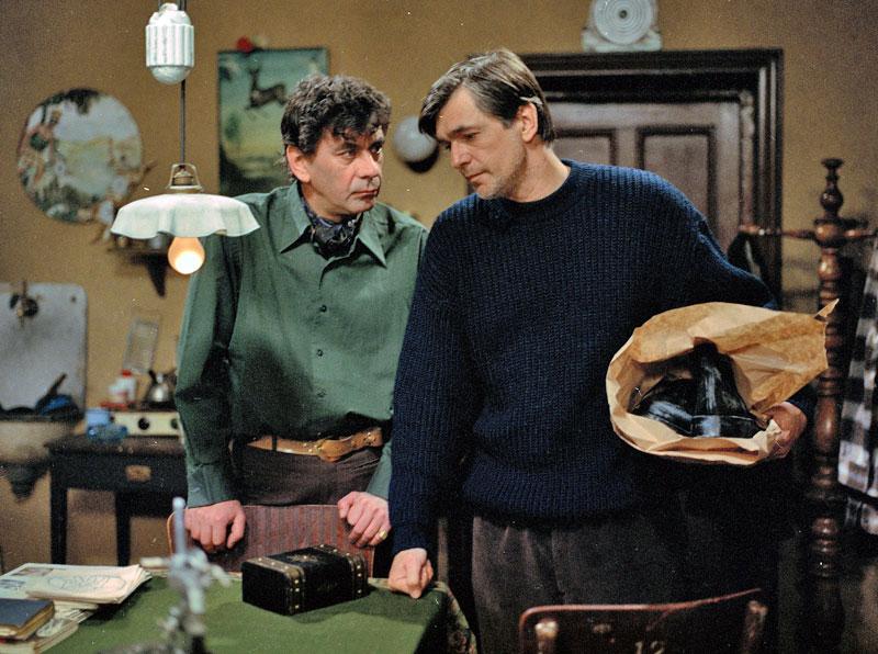Jirí Bartoska and Petr Cepek in Zrcadlo nenávisti (1987)