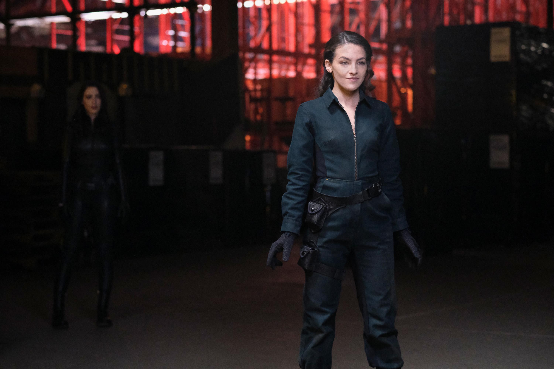 Natalie Dreyfus and Kayla Compton in Rayo de Luz (2021)