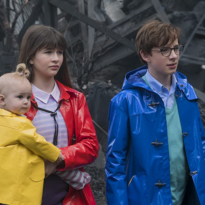 Malina Weissman, Louis Hynes, and Presley Smith in A Series of Unfortunate Events (2017)