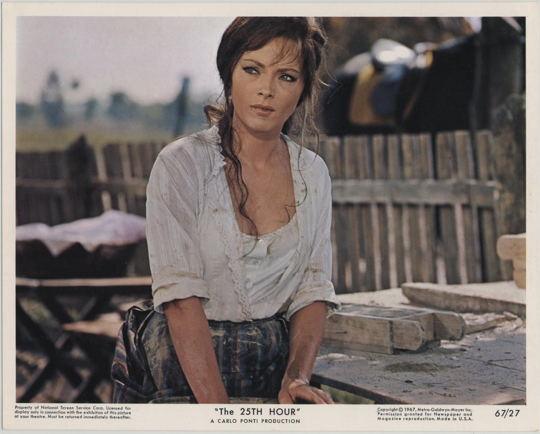 Virna Lisi in La vingt-cinquième heure (1967)