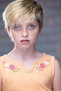 Farrah Mackenzie Picture