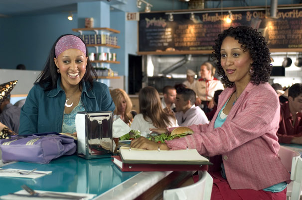 Tamera Mowry-Housley and Tia Mowry-Hardrict in Twitches (2005)