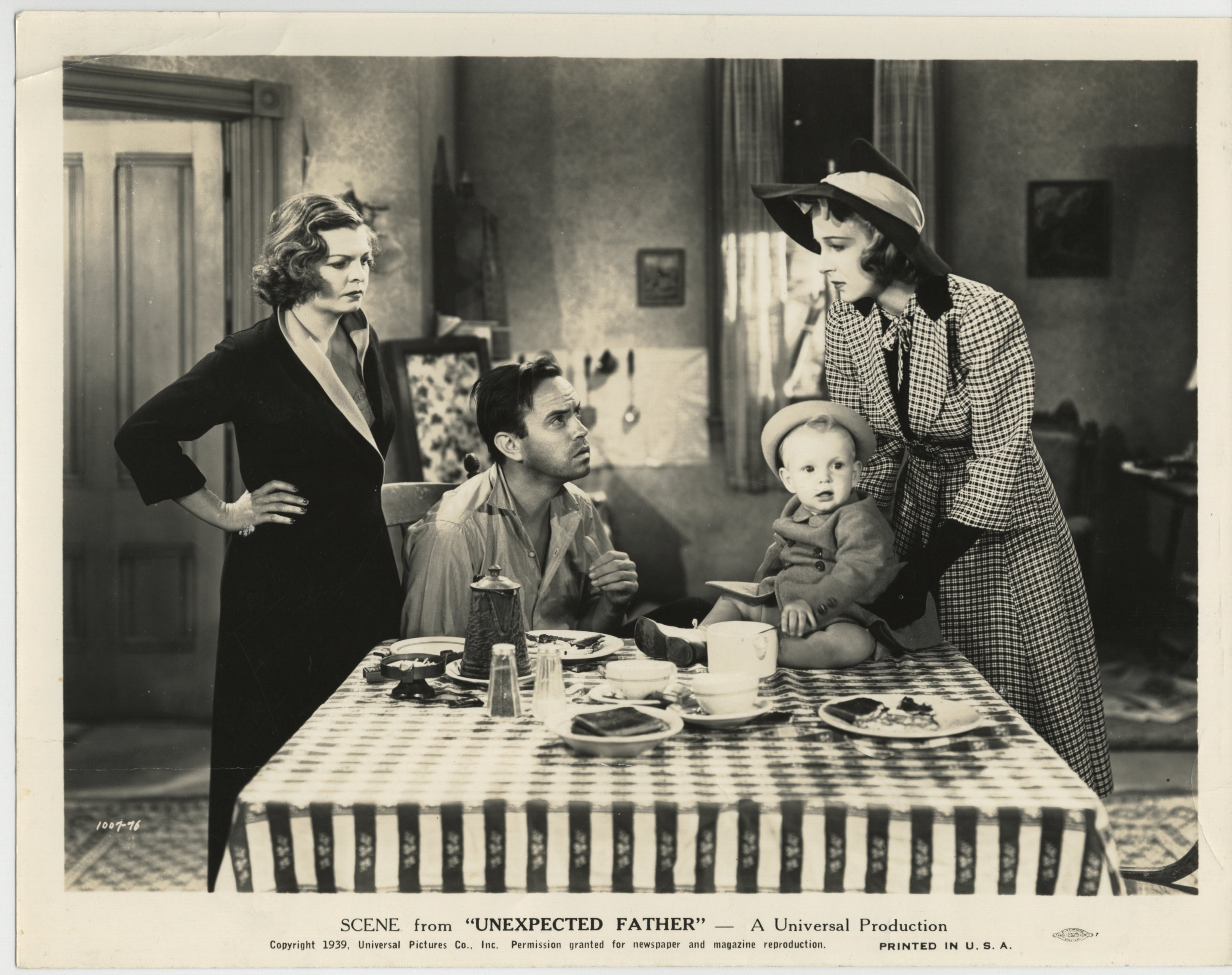 Paul Guilfoyle, Baby Sandy, Mayo Methot, and Shirley Ross in Unexpected Father (1939)