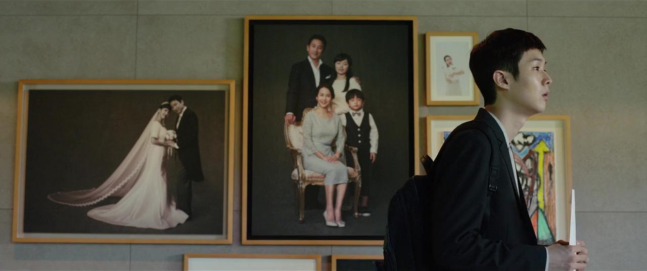 Hyun-jun Jung, Sun-kyun Lee, Yeo-jeong Jo, Woo-sik Choi, and Ji-so Jung in Gisaengchung (2019)