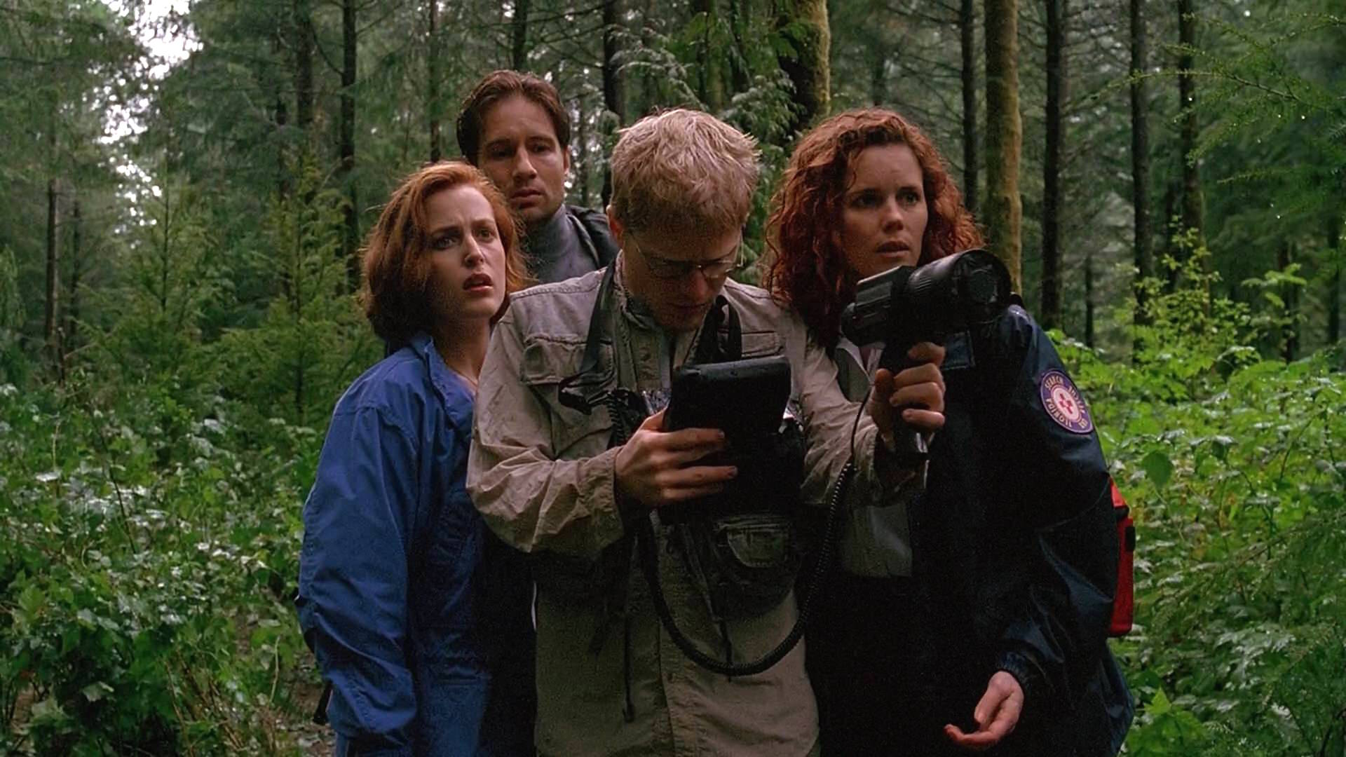 Gillian Anderson, David Duchovny, Colleen Flynn, and Anthony Rapp in The X Files (1993)