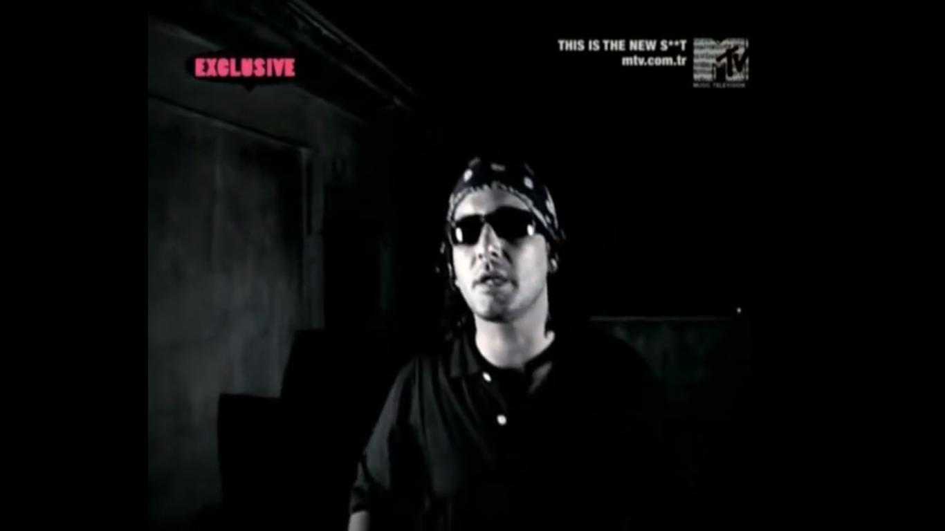Killa Hakan in Ayben Feat. Ceza & Killa Hakan: Kork Bizden (2008)