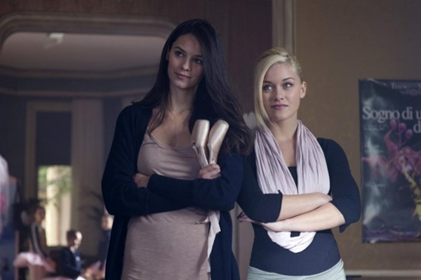 Katy Louise Saunders and Alice Bellagamba in Non smettere di sognare (2011)