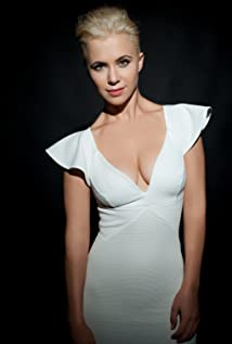 Julia Ubrankovics Picture