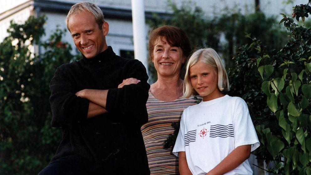 Helena Brodin, Samuel Fröler, and Ebba Hultkvist in Skärgårdsdoktorn (1997)