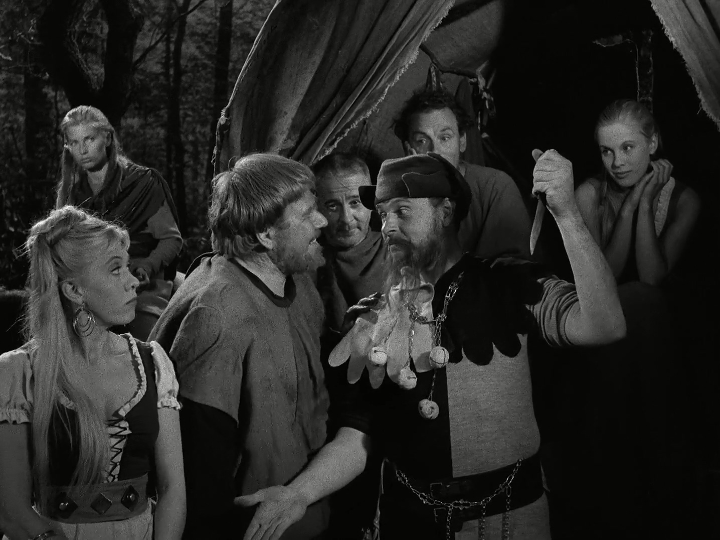 Bibi Andersson, Gunnar Björnstrand, Åke Fridell, Inga Gill, Gunnel Lindblom, Nils Poppe, and Erik Strandmark in Det sjunde inseglet (1957)