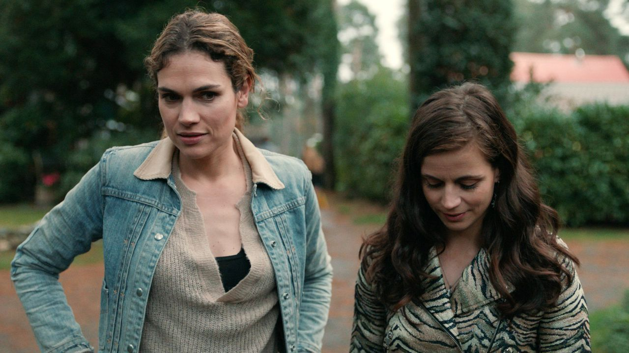 Anna Drijver and Elise Schaap in Undercover (2019)