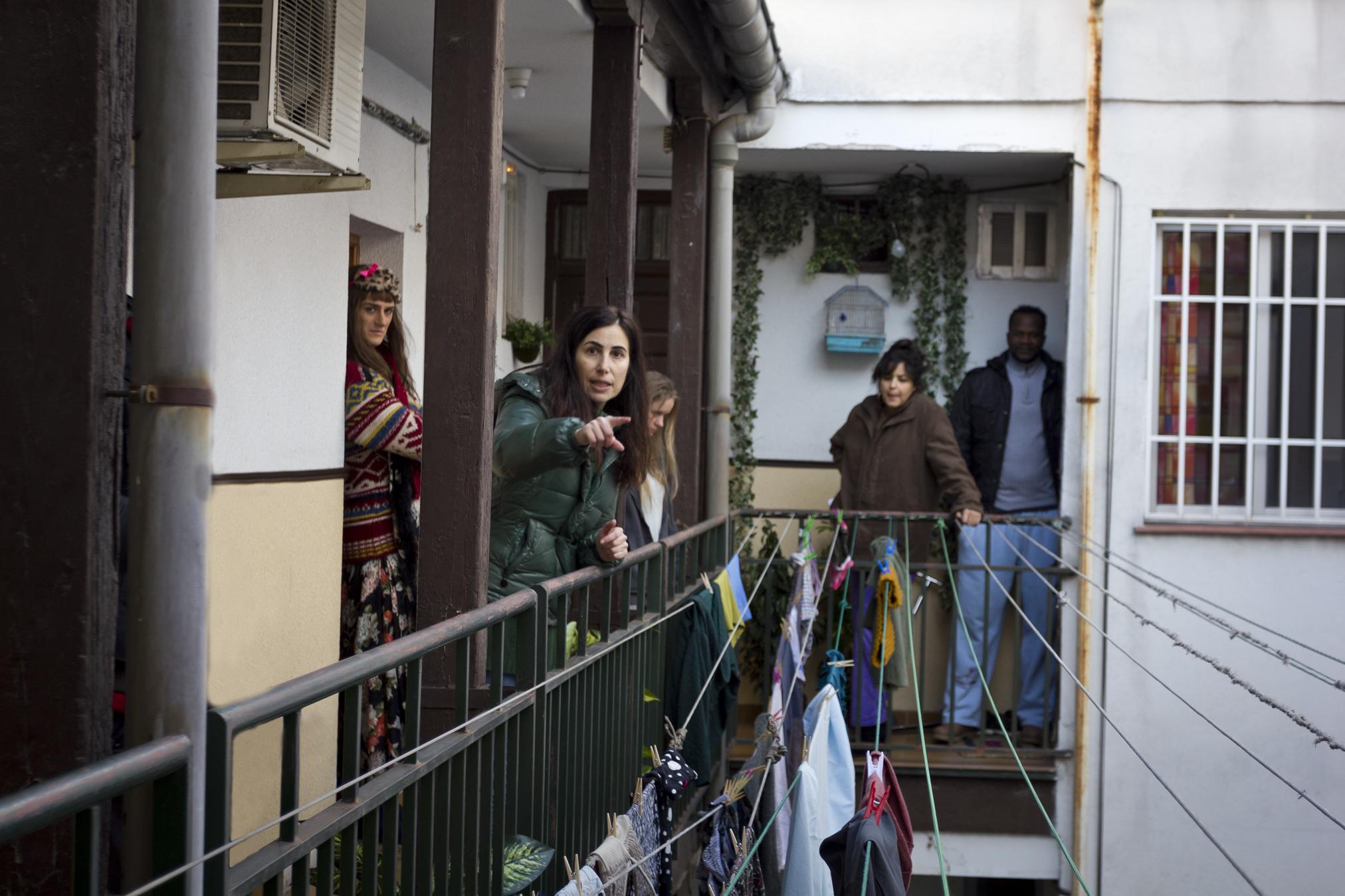 Marina Seresesky and Asier Etxeandia in La puerta abierta (2016)