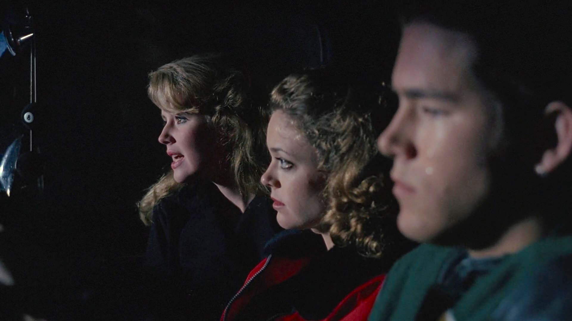 Ryan Reynolds, Wendy Benson-Landes, and Lisa Robin Kelly in The X Files (1993)