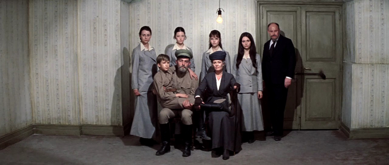 Lynne Frederick, Fiona Fullerton, Candace Glendenning, Michael Jayston, Ania Marson, Roderic Noble, Janet Suzman, and Timothy West in Nicholas and Alexandra (1971)